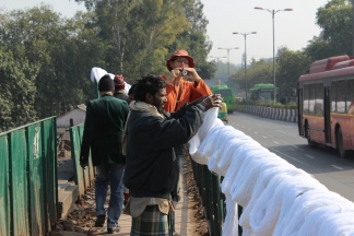 Still life in Delhi: Tourist, Yarns, Bridge