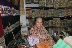 Silk in Sam Neua market