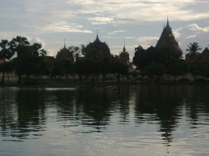 Roi Et's Lake: Like a Rohrschach Test